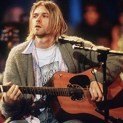 Kurt Cobain durante su concierto en MTV Unplugged en 1994