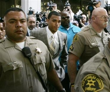 Chris Brown leaves his preliminary hearing after pleading guilty to one count of felony assault on Monday, June 22, 2009, in Los Angeles County Superior Court. Brown was arrested in February on suspicion of hitting and threatening then-girlfriend Rihanna after a pre-Grammy party. (AP Photo/Danny Moloshok)
