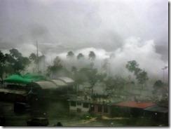 """Photo posted by Izumi Chan via Bayan Mo, iPatrol Mo: Ako ang Simula ?@roydsantiago. """"Manila Bay. Waves higher than the coconut trees! Scary! eto po yung pics na sinasabi ni ms Ria Tarrobal"""""""
